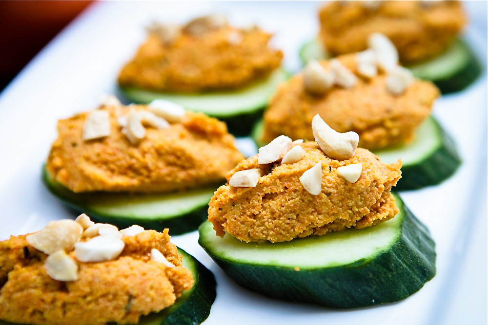 Carrot cashew p t cucumber canap for Canape sandwich