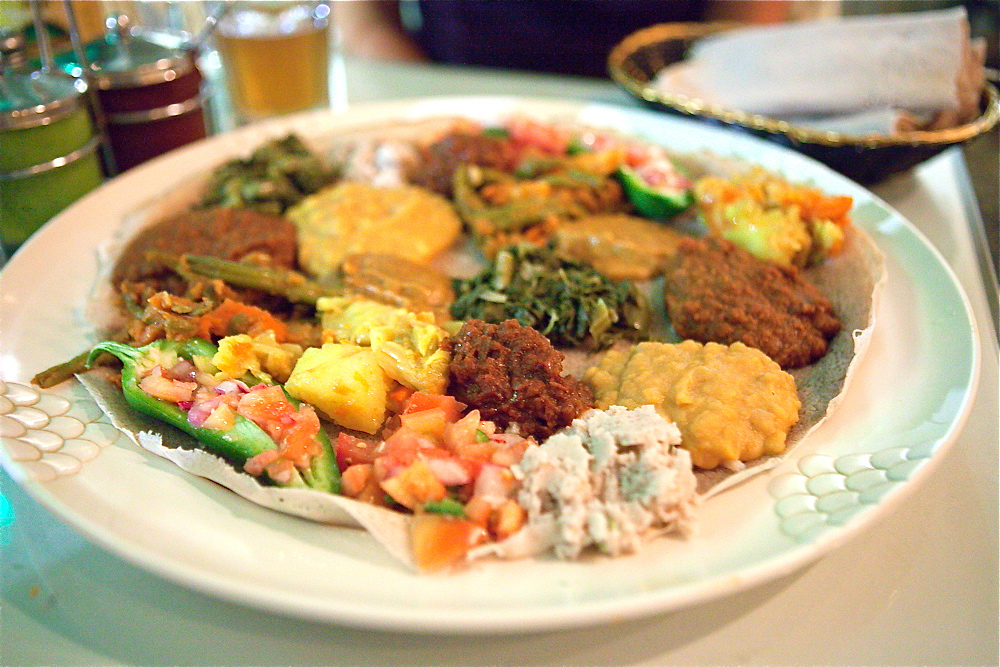 dining in la rahel ethiopian vegan cuisine keepin 39 it kind