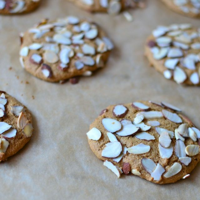 Almond-Ginger-Spiced-Cookies-1024x678