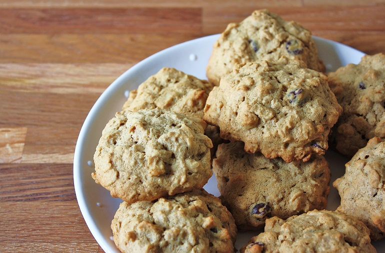Caitlin's Applesauce Raisin Oatmeal Cookies