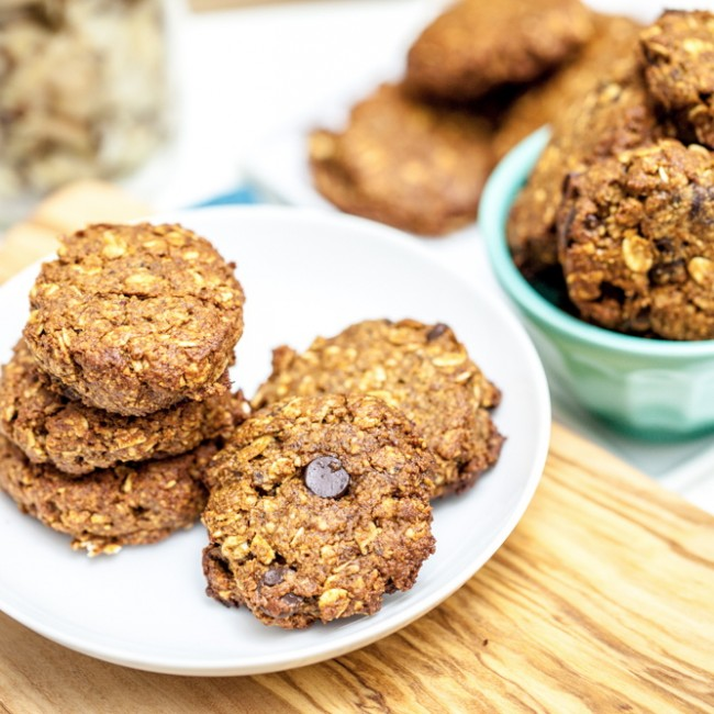 Chewy Apricot Almond Oatmeal Cookies