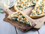 Roasted Garlic White Pizza with Macadamia Ricotta Salata &amp; Spinach