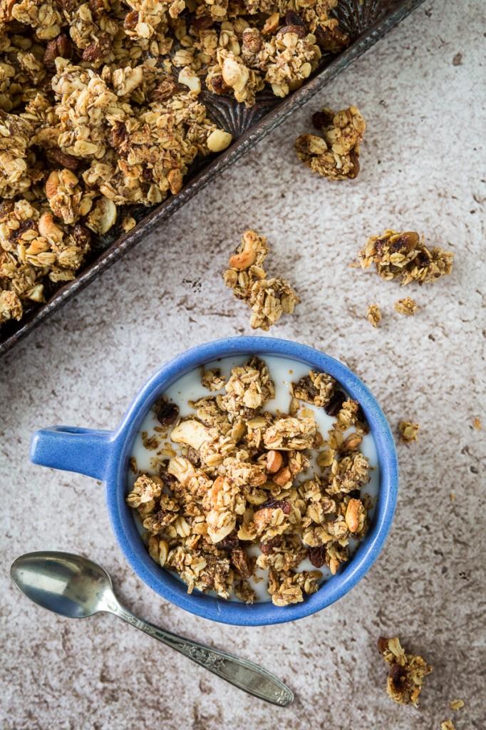 Savory Curry Cashew Granola